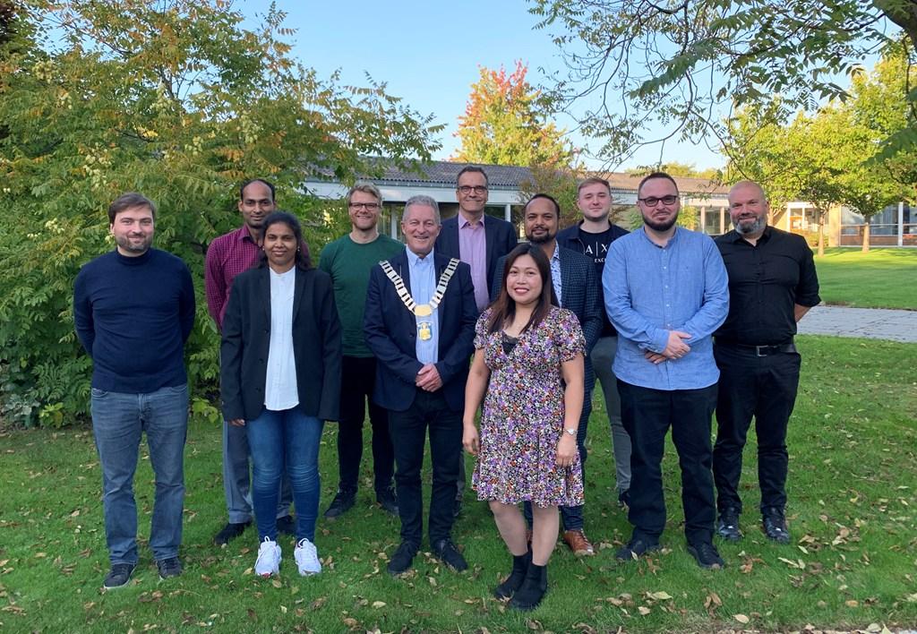 10 borgere og borgmesteren ved Grundlovsceremoni på Brøndby Rådhus 22. september 2021