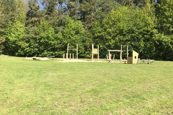 Træning og leg ved Festpladsen i Brøndbyskoven